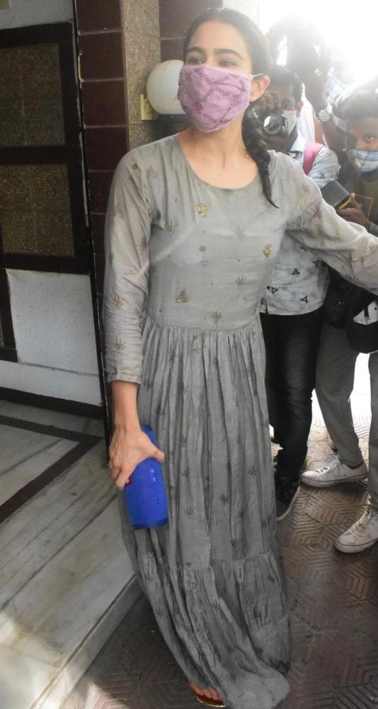sara ali khan in grey anarkali dress