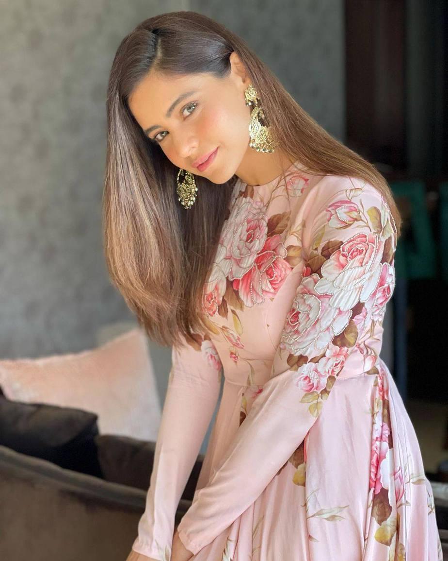 Aamna Sharif in Neha Chopra outfit-1