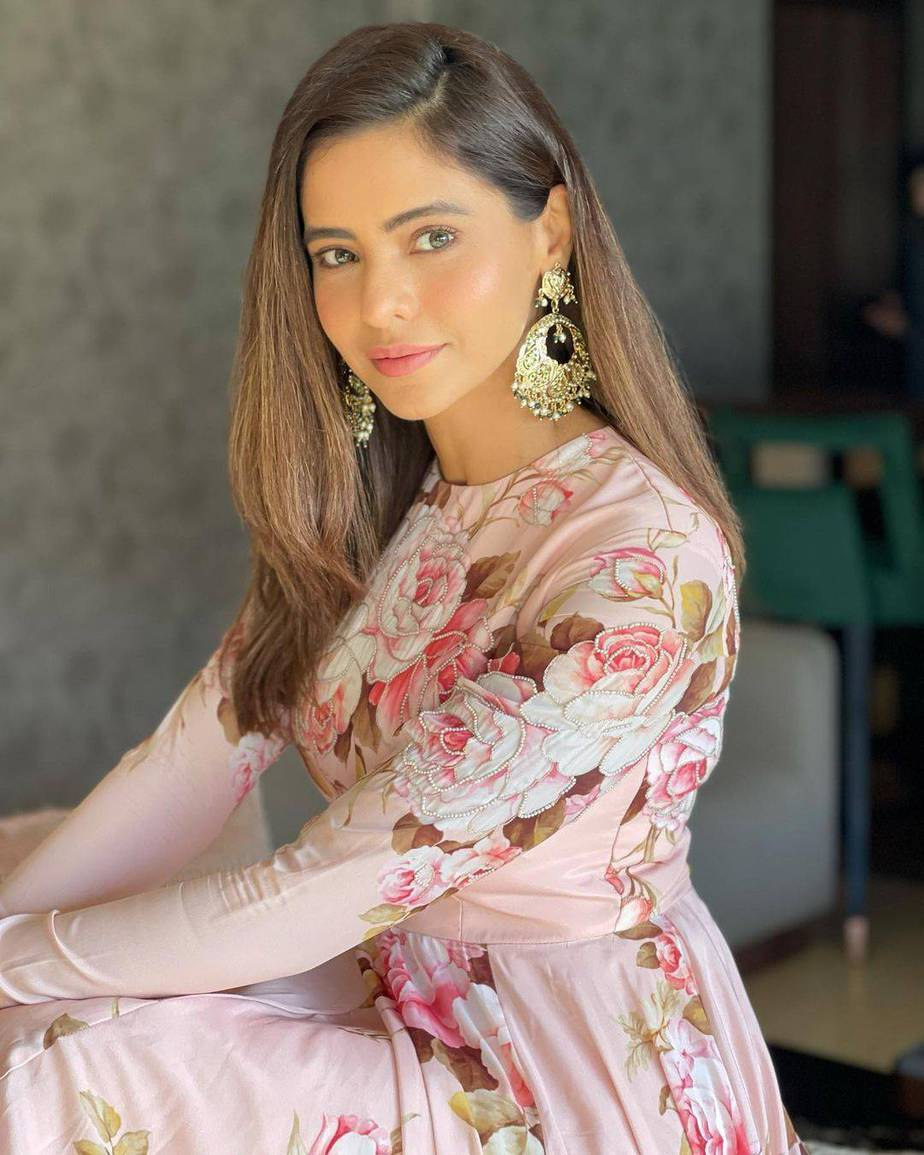 Aamna Sharif in Neha Chopra outfit-2