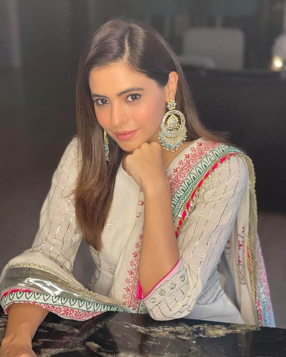 Aamna Sharif in off white Kaia ghagra set-2