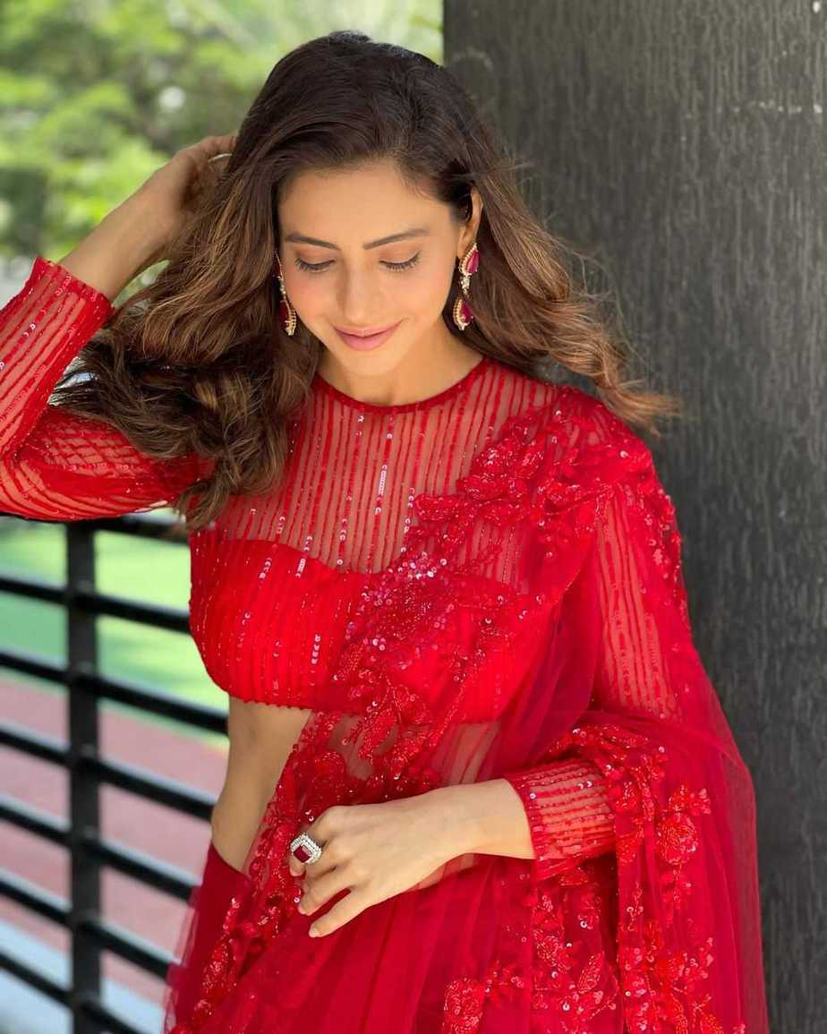 Aamna Sharif in red tulle saree by Premya-4