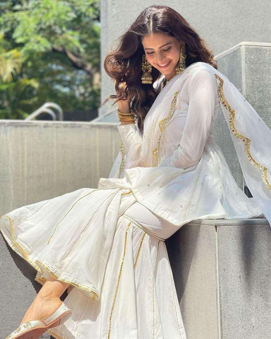 Aamna Sharif in white ghagra set by Drzya for eid-1