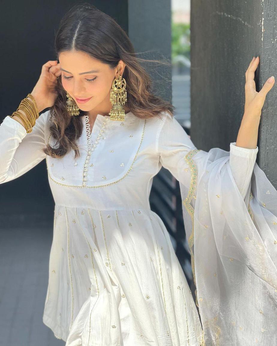Aamna Sharif in white ghagra set by Drzya for eid