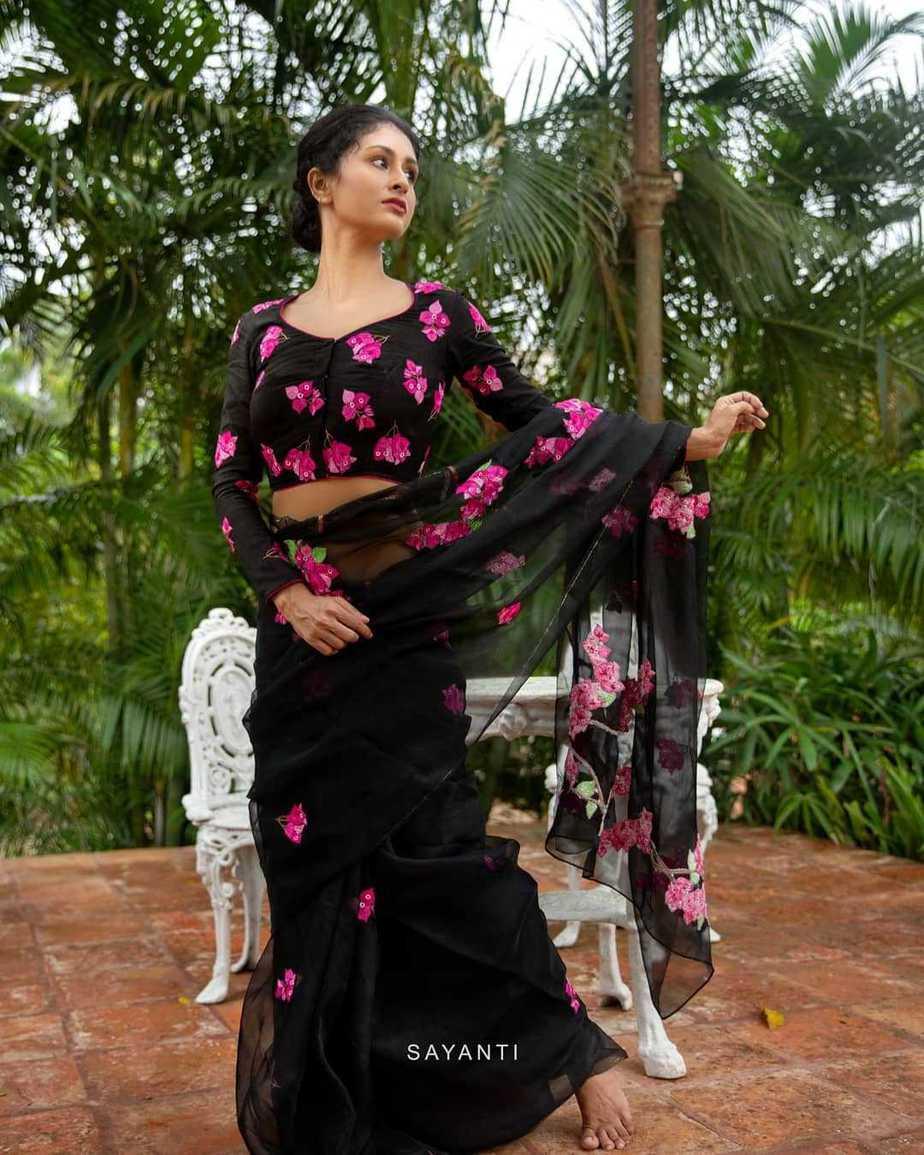 Black saree from Kagaj ke phool-sayanti Ghosh-1
