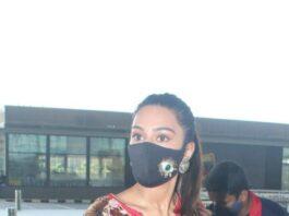 Erica fernandez in red kurta set outside airport departure-2
