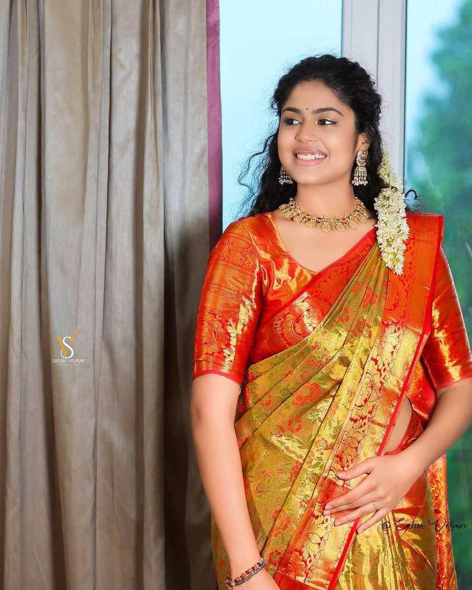 Faria Abdullah in a gold pattu saree-1