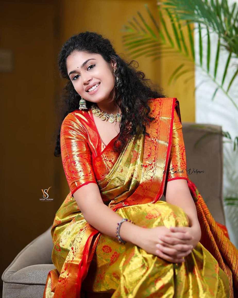 Faria Abdullah in a gold pattu saree-2