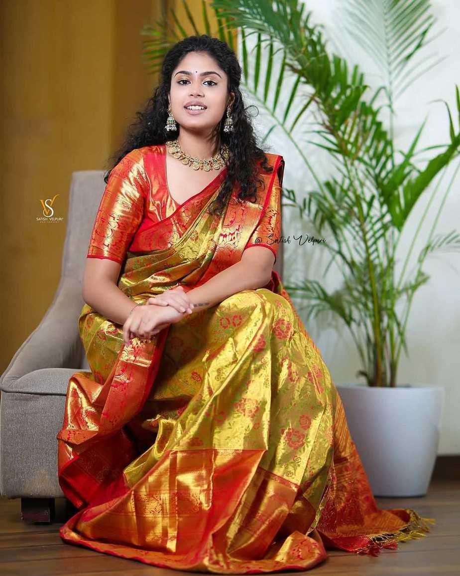Faria Abdullah in a gold pattu saree-3