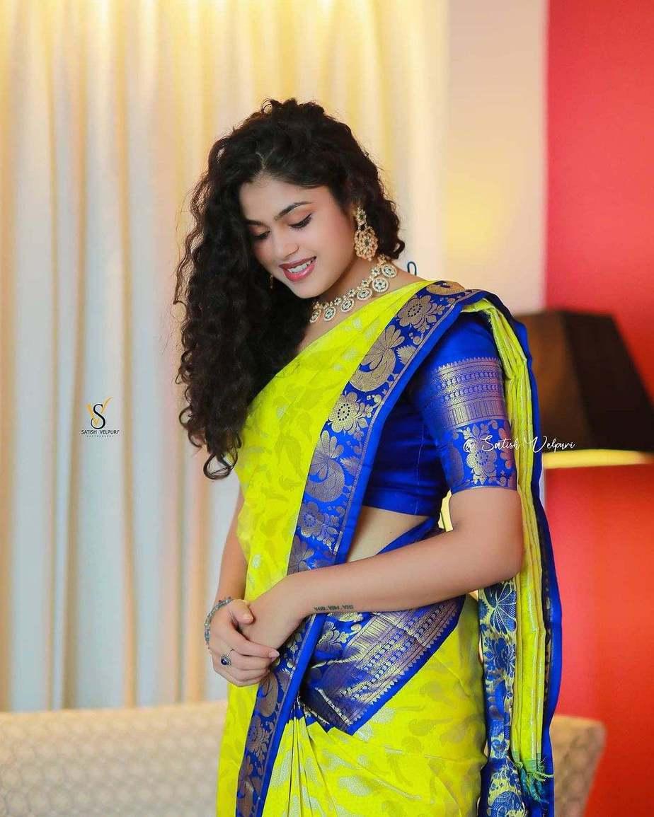 Faria Abdullah in a neon green pattu saree-3