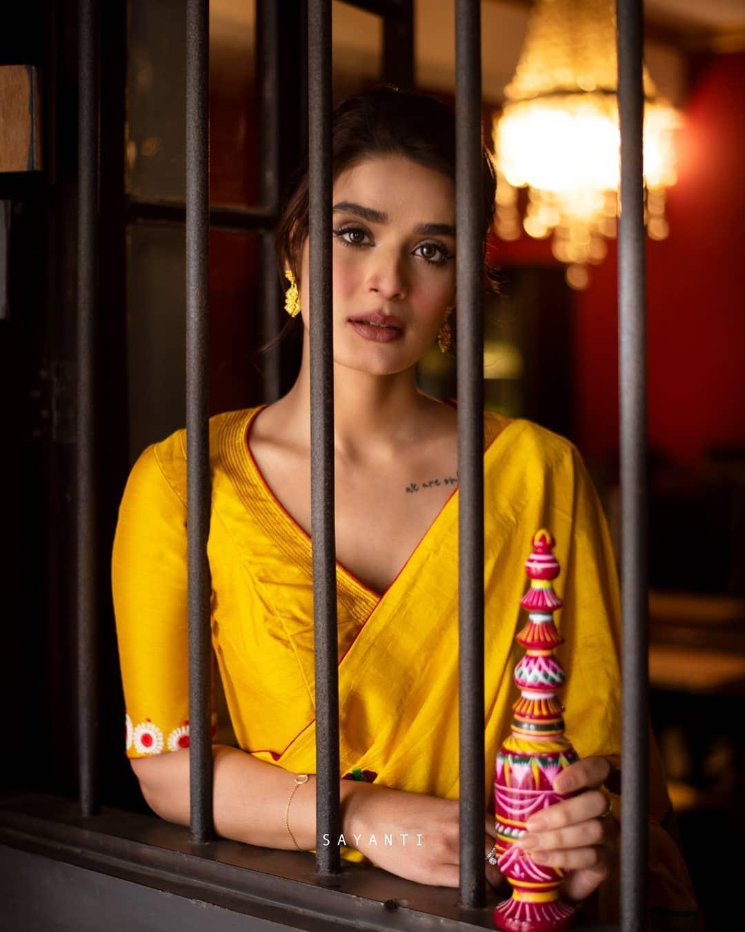 Gaye holud blouse-sayanti ghosh-1