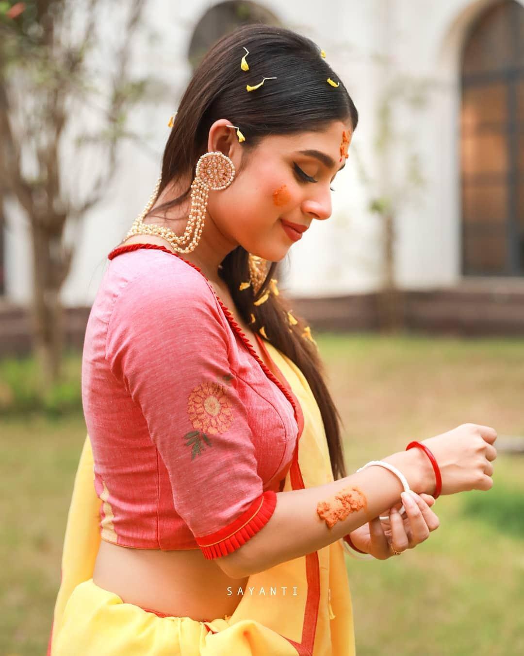 Gaye holud blouse-sayanti ghosh-2
