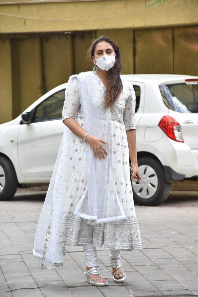 Huma Qureshi in white anarkali for eid-1