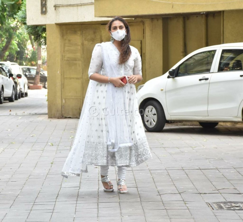 Huma Qureshi in white anarkali for eid-2