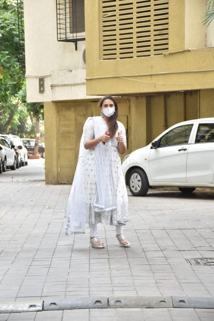 Huma Qureshi in white anarkali for eid-3