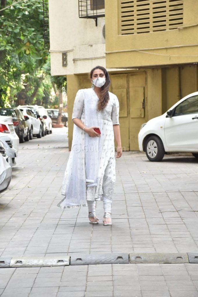 Huma Qureshi in white anarkali for eid-4