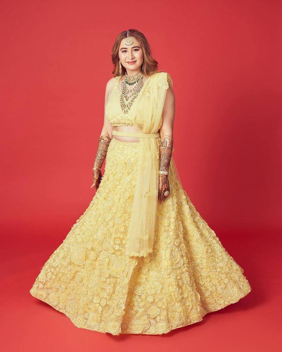 Jwala Gutta in yellow lehenga by Seema gujral for her mehendi-1