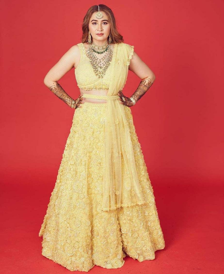 Jwala Gutta in yellow lehenga by Seema gujral for her mehendi-3