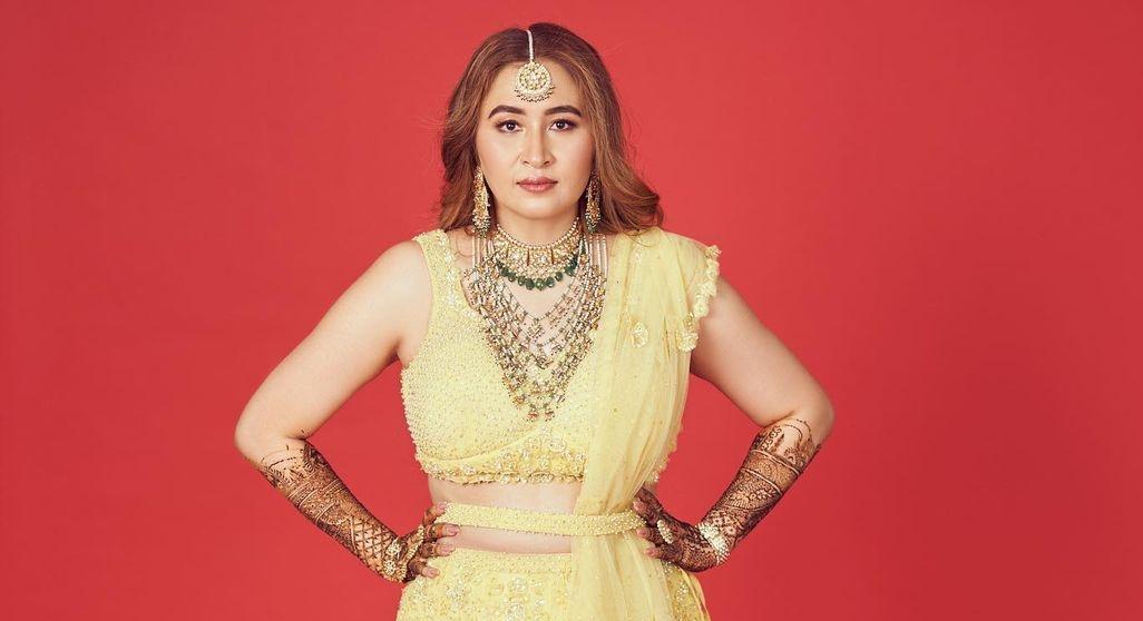 Jwala Gutta in yellow lehenga by Seema gujral for her mehendi-4