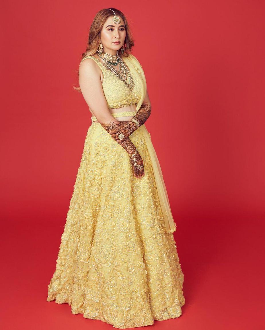 Jwala Gutta in yellow lehenga by Seema gujral for her mehendi