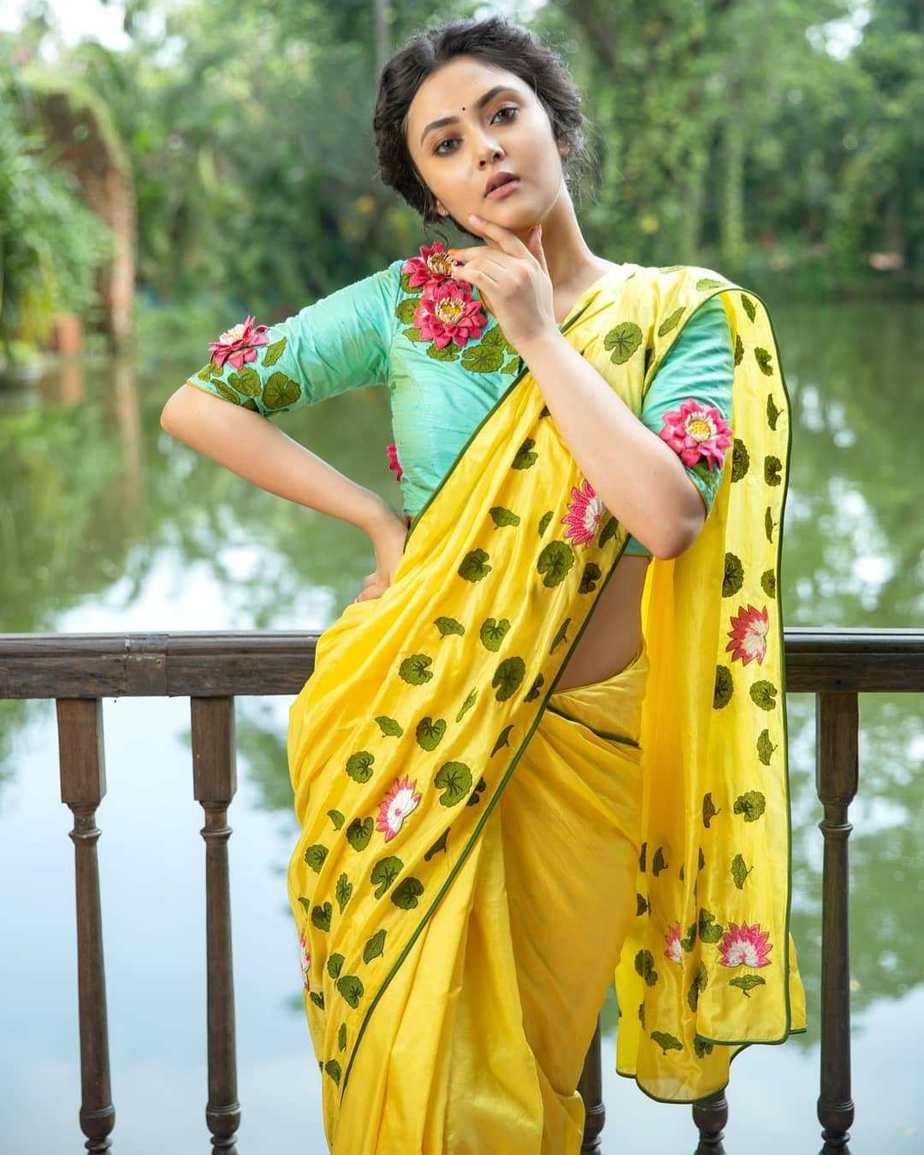 Lotus and lily yellow saree by sayanti ghosh-2