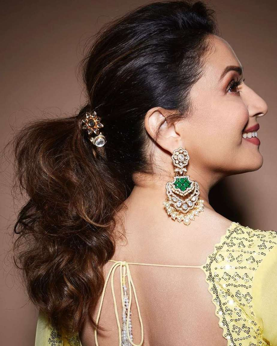 Madhuri Dixit in a sunflower yellow lehenga by Seema Gujral for dance deewane-3