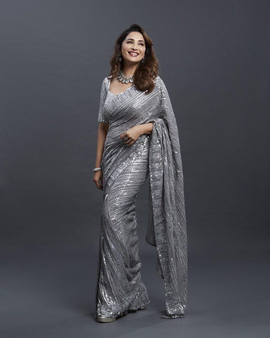 Madhuri Dixit in silver Mnaish Malhotra saree for dnace deewane-1