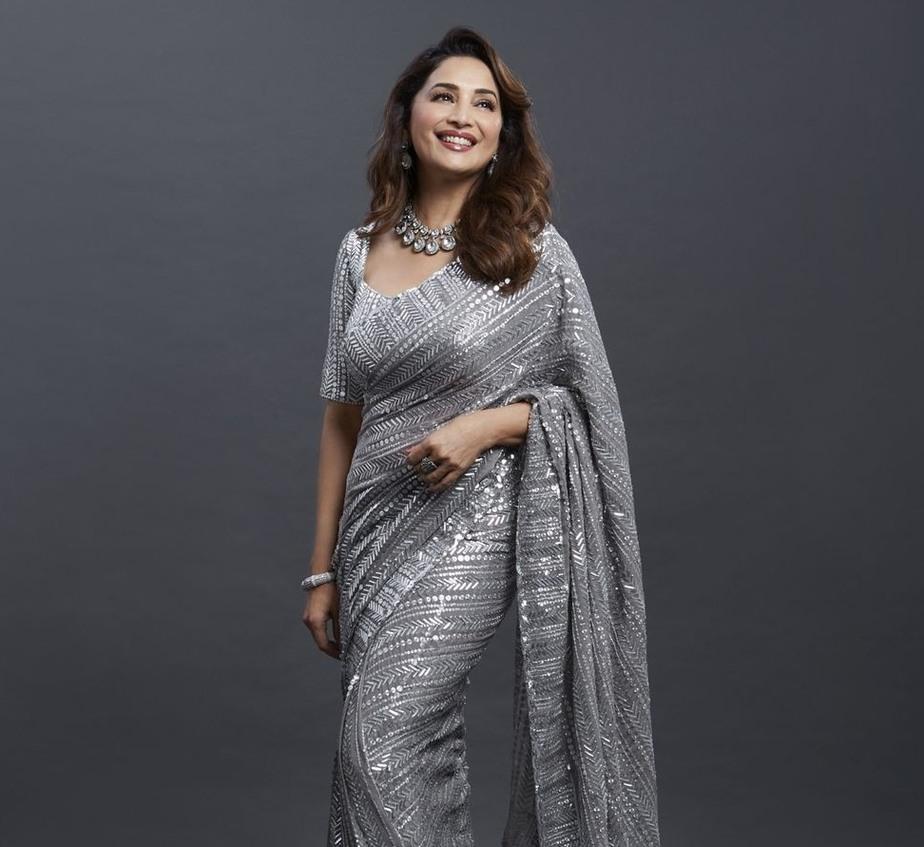 Madhuri Dixit in silver Mnaish Malhotra saree for dnace deewane-3