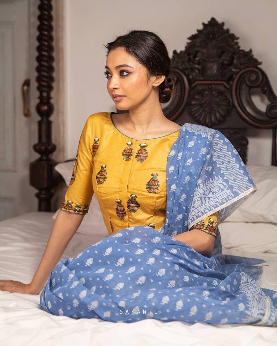 Makhan chor Krishna-Handpainted -Sayanti Ghosh-1