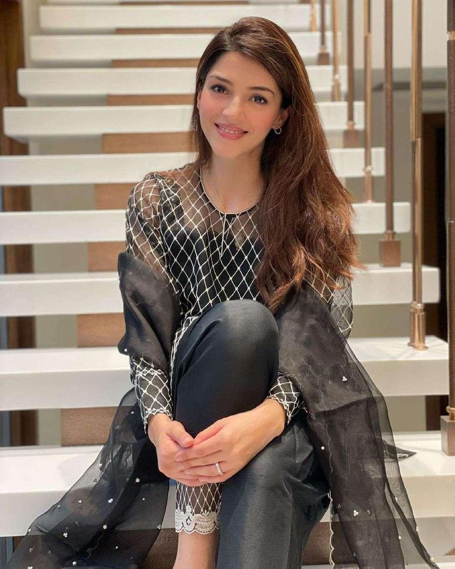 Mehreen Pirzada in black kurta set by Nada Tai-1