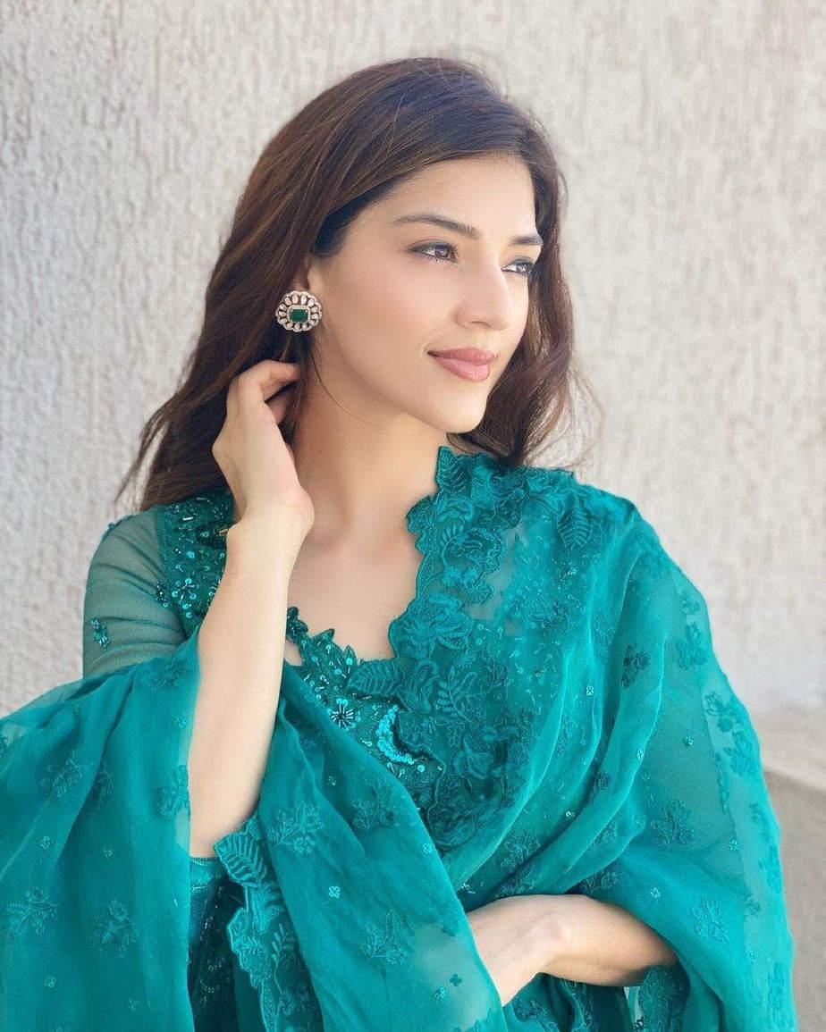 Mehreen Pirzada in green kalidar by Zainab Salman for eid-2
