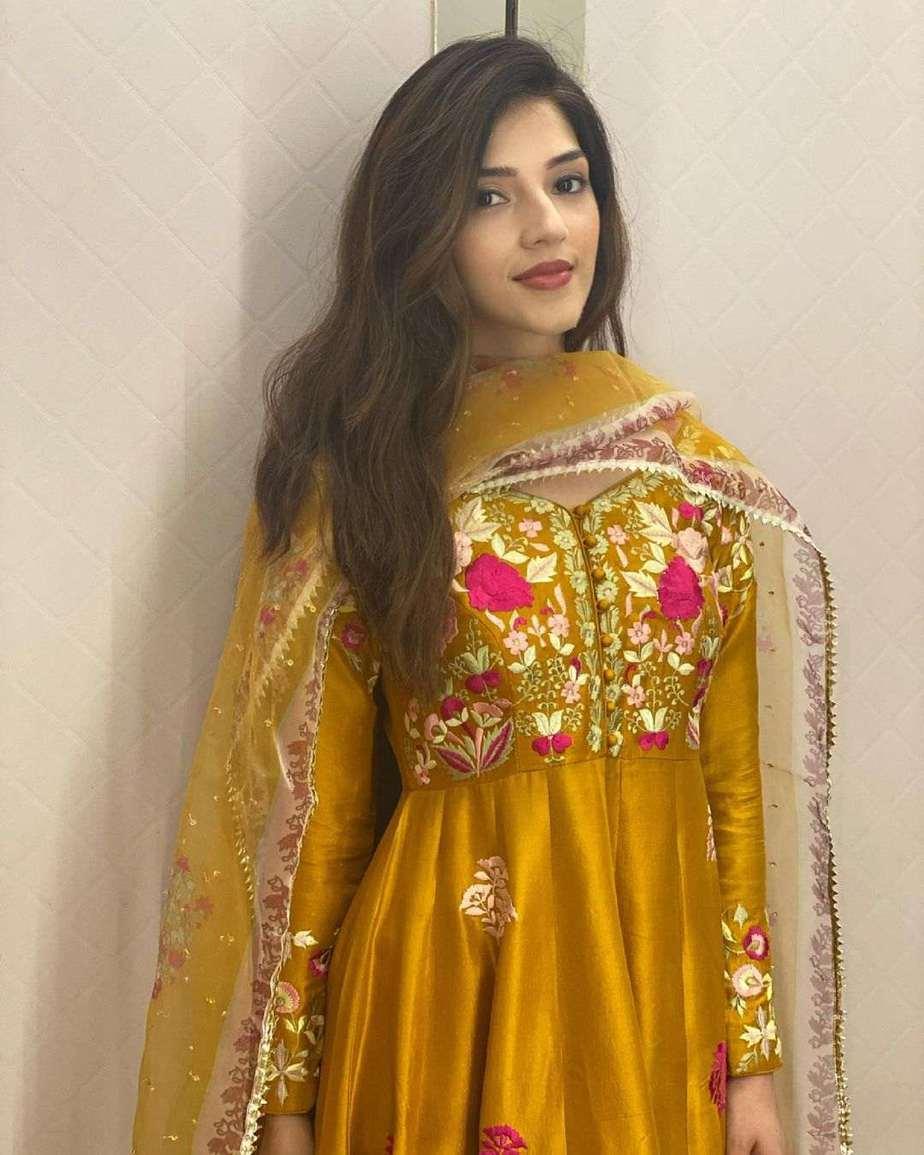 Mehreen Pirzada in salwar suit by ansab jahangir-1