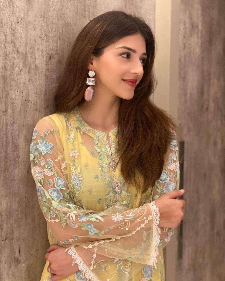 Mehreen Pirzada in yellow kurta set by Ammara Khan-1