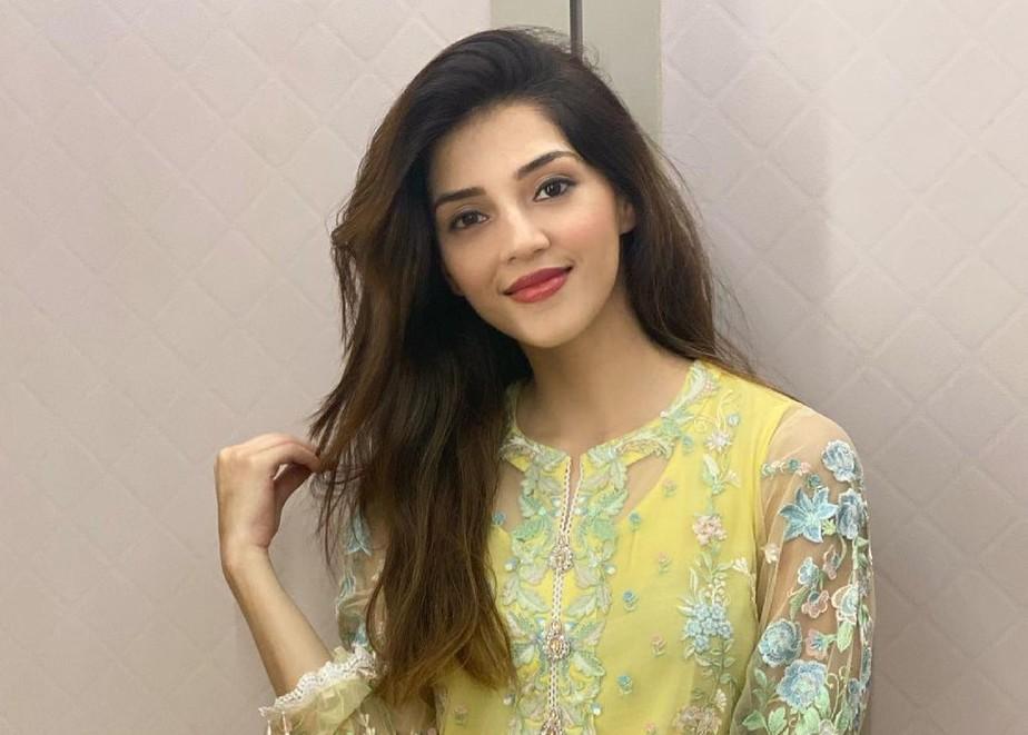 Mehreen Pirzada in yellow kurta set by Ammara Khan-2