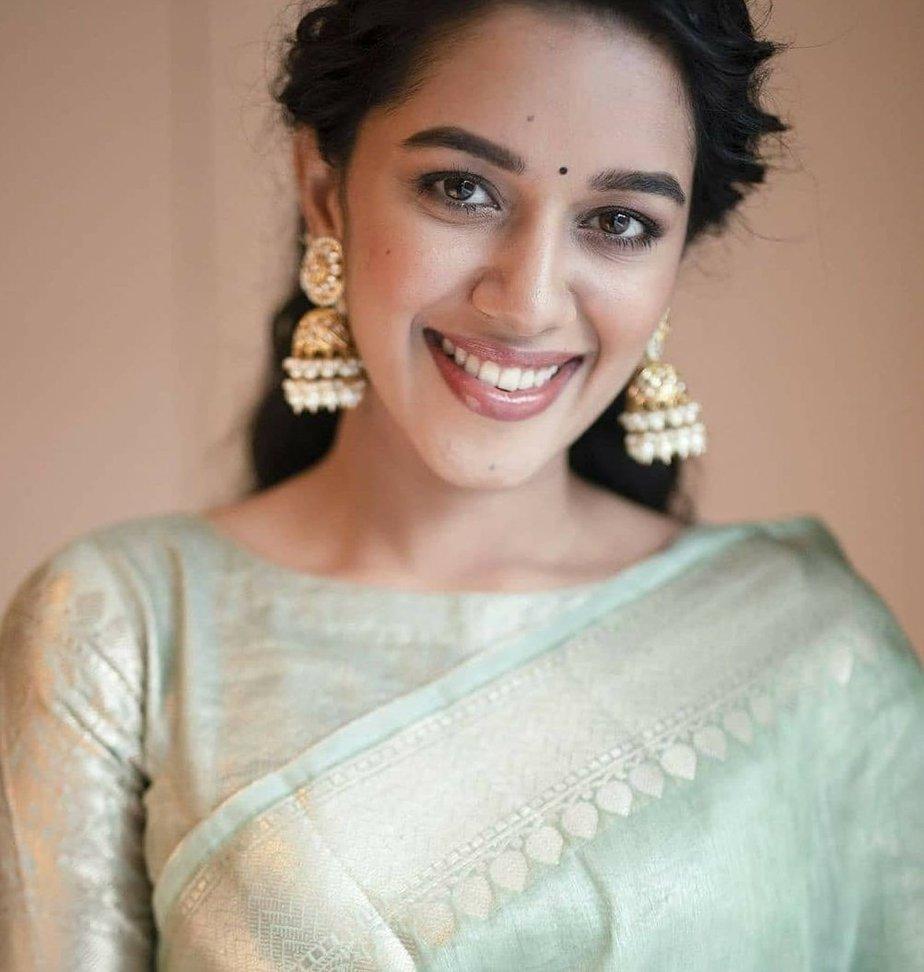 Mirnalini Ravi in mint green pattu saree for MGR Magan launch -1