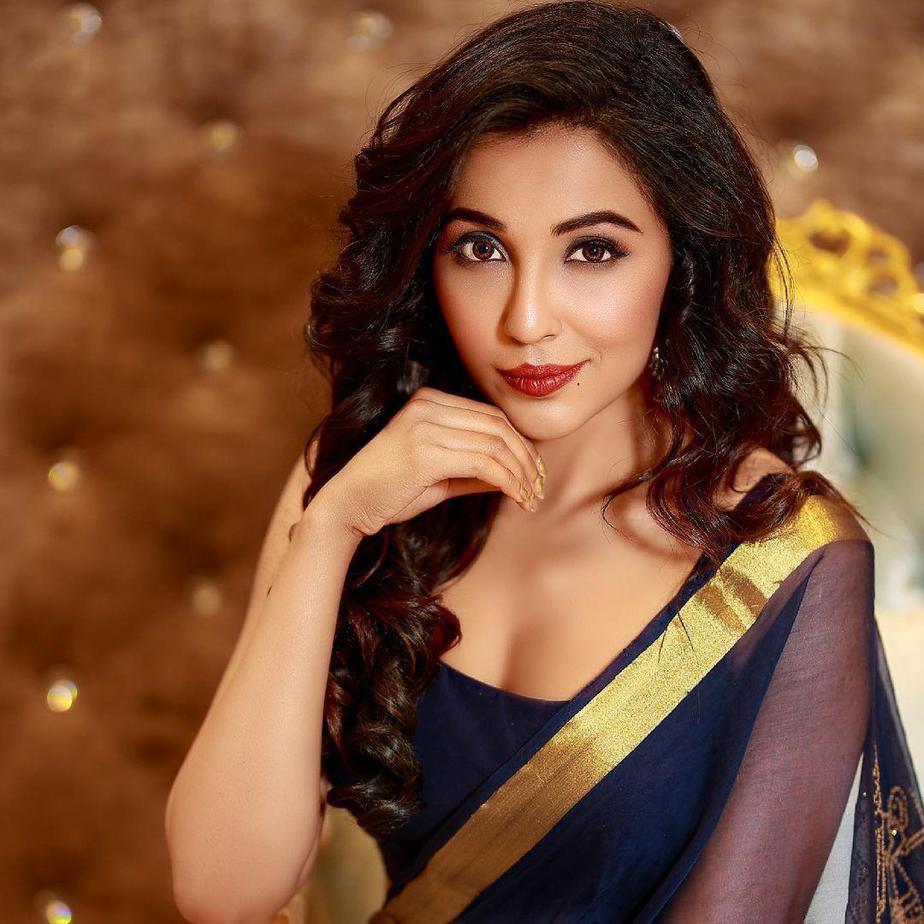 Parvati Nair in a navy blue organza saree-1
