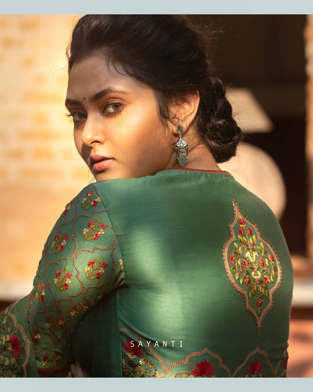 Persian architecture embroidery blouse-Sayanti ghosh-1