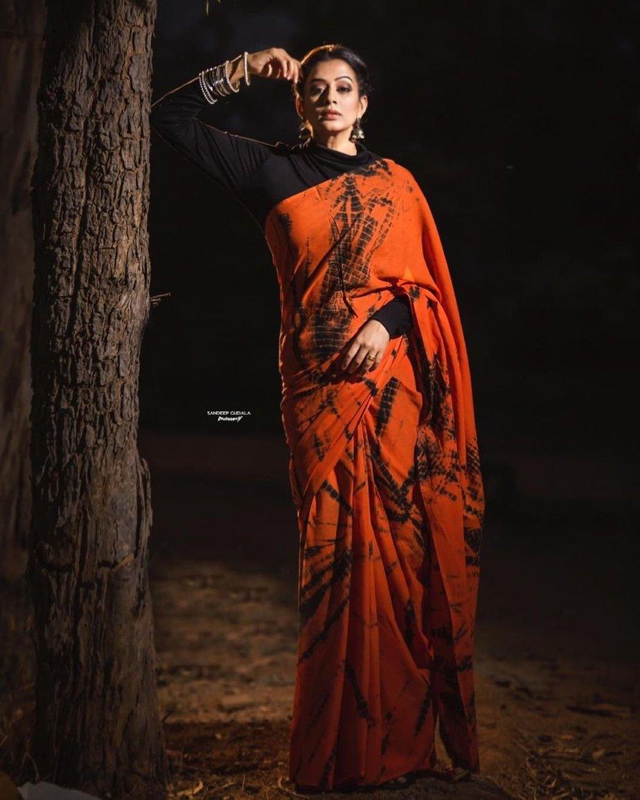 Priya Mani Raj in orange tie-dyed saree by Baisa crafts for dhee kings-1