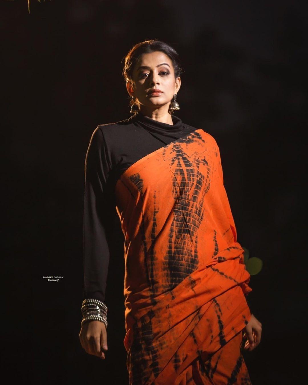 Priya Mani Raj in orange tie-dyed saree by Baisa crafts for dhee kings-2
