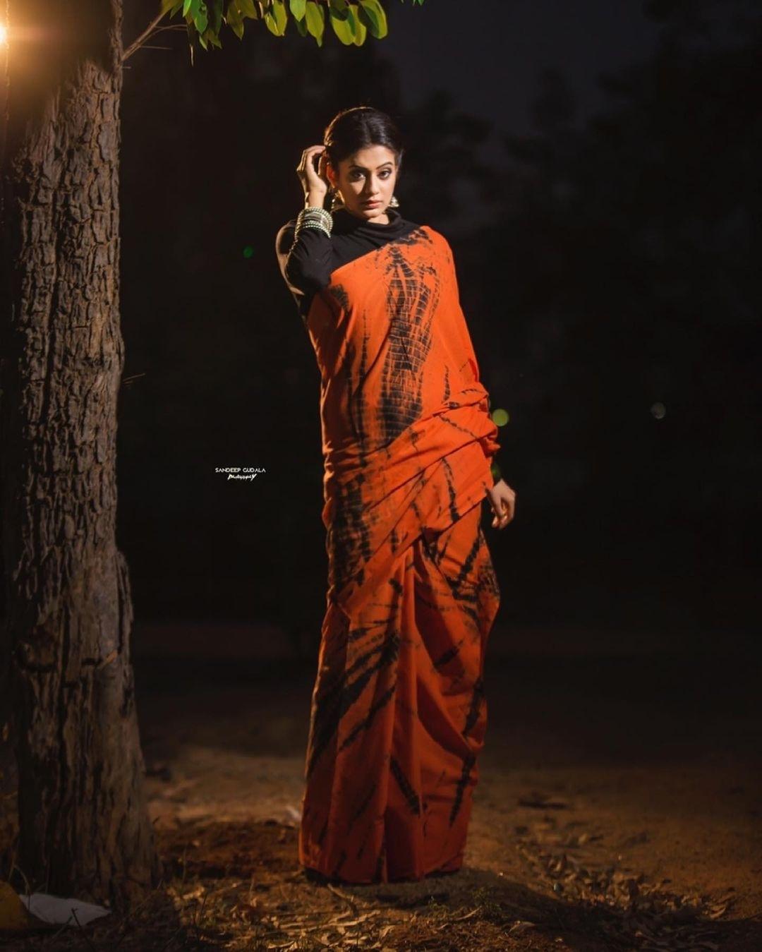 Priya Mani Raj in orange tie-dyed saree by Baisa crafts for dhee kings