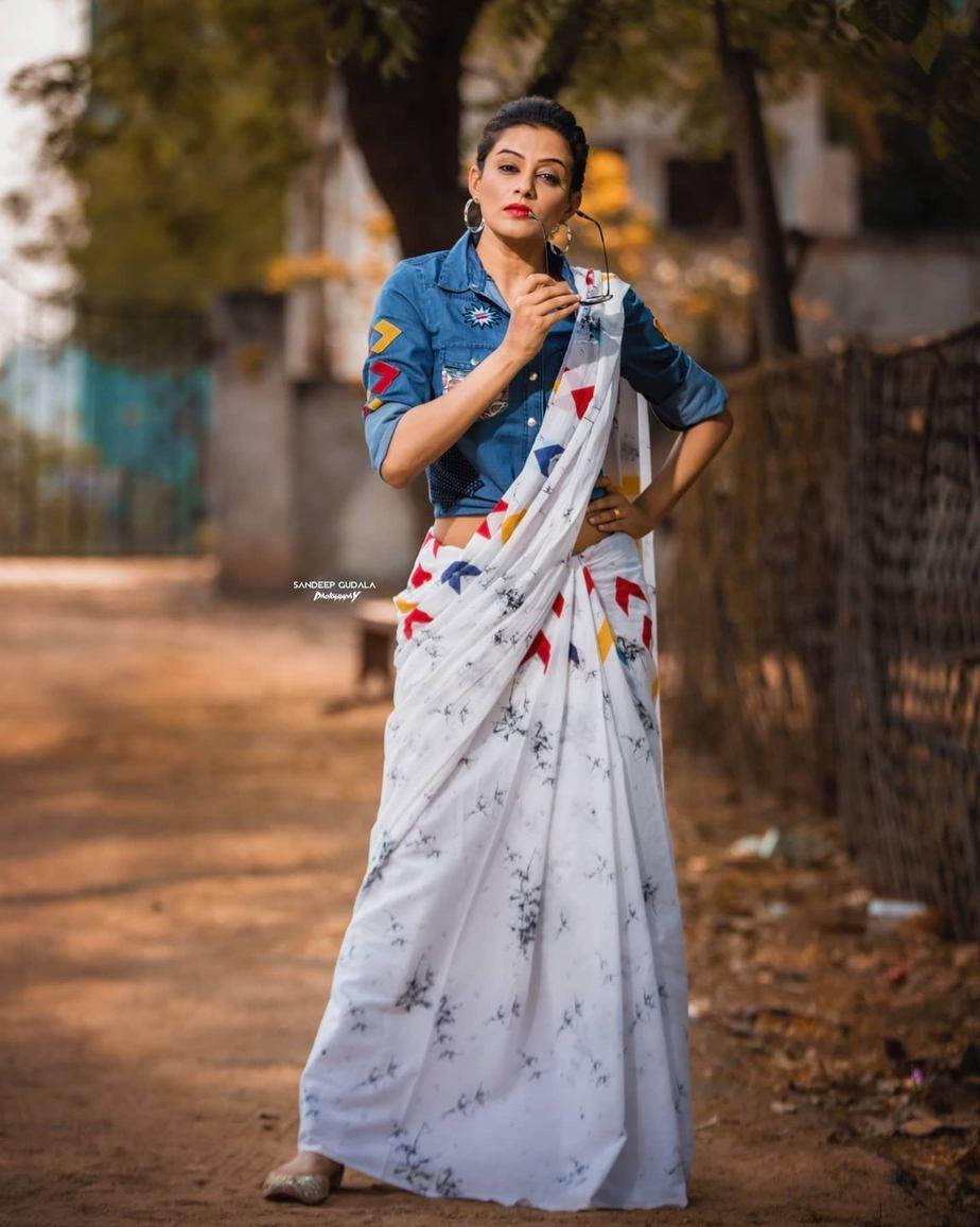 Priyamani in a sareebari saree for dhee kings Vs queens-2