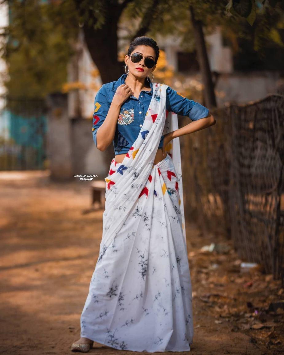 Priyamani in a sareebari saree for dhee kings Vs queens-3