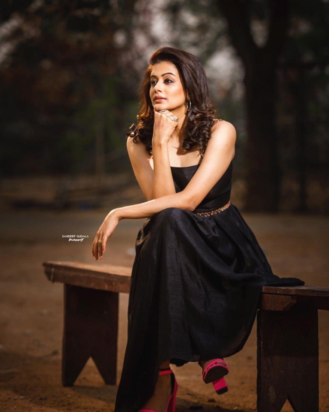 Priyamani raj in a custom made black dress my mehak shetty for dhee kings-3