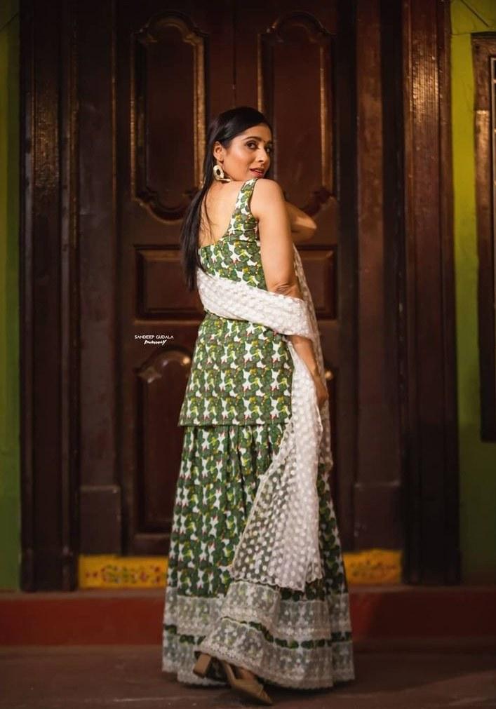 Rashmi Gautam in a kurta-set by Shrutii G clothing-1