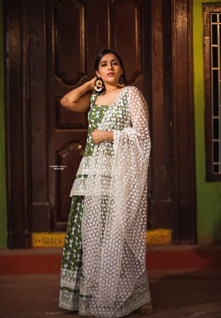 Rashmi Gautam in a kurta-set by Shrutii G clothing-2