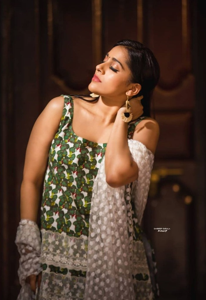 Rashmi Gautam in a kurta-set by Shrutii G clothing-4