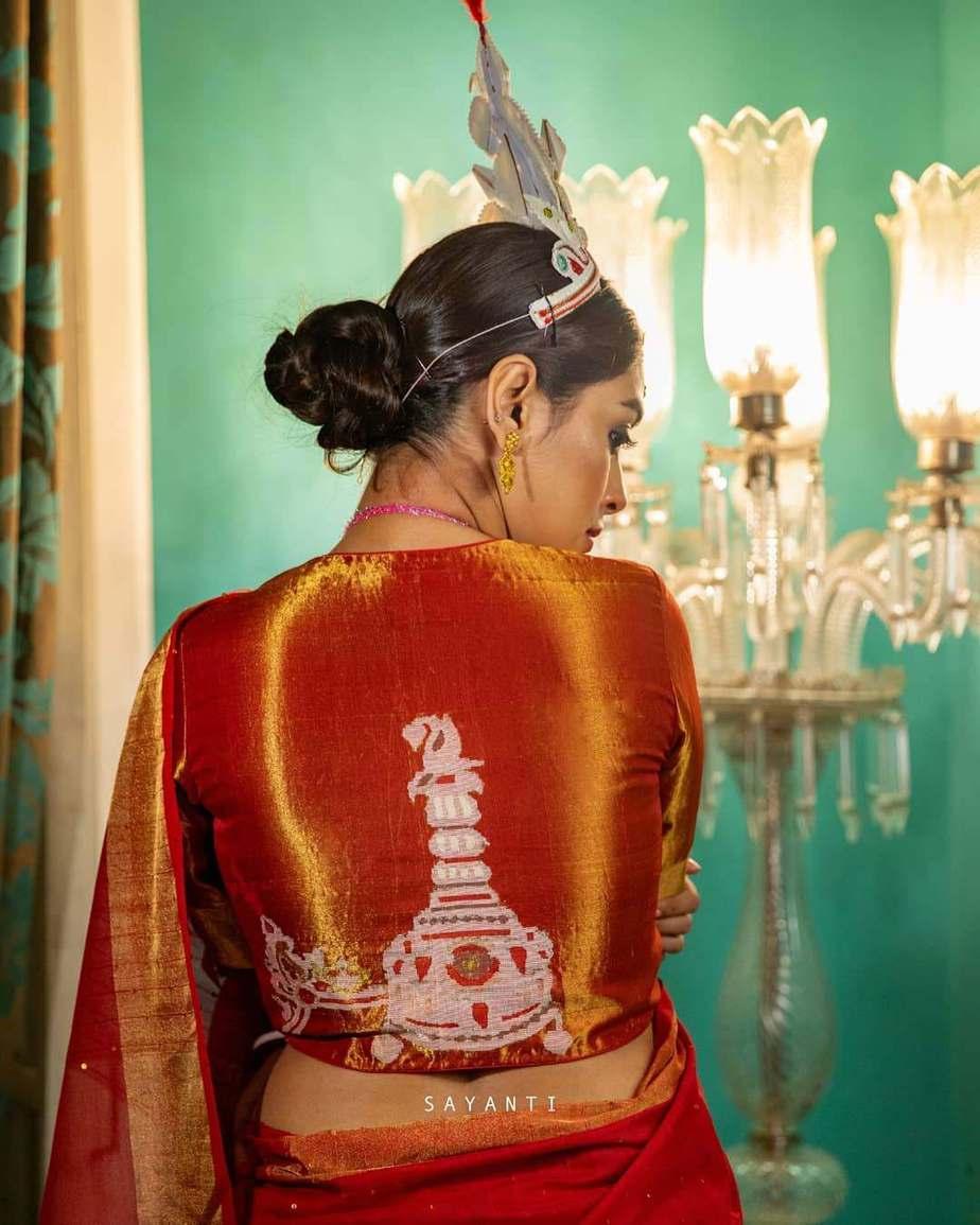 Red wedding blouse-Topur mukut-Sayanti Ghosh-1