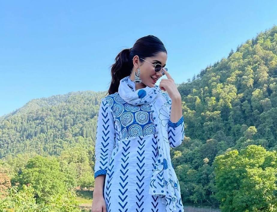 Ruhani Sharma in off white Kurta set by Mehi Jaipur-1
