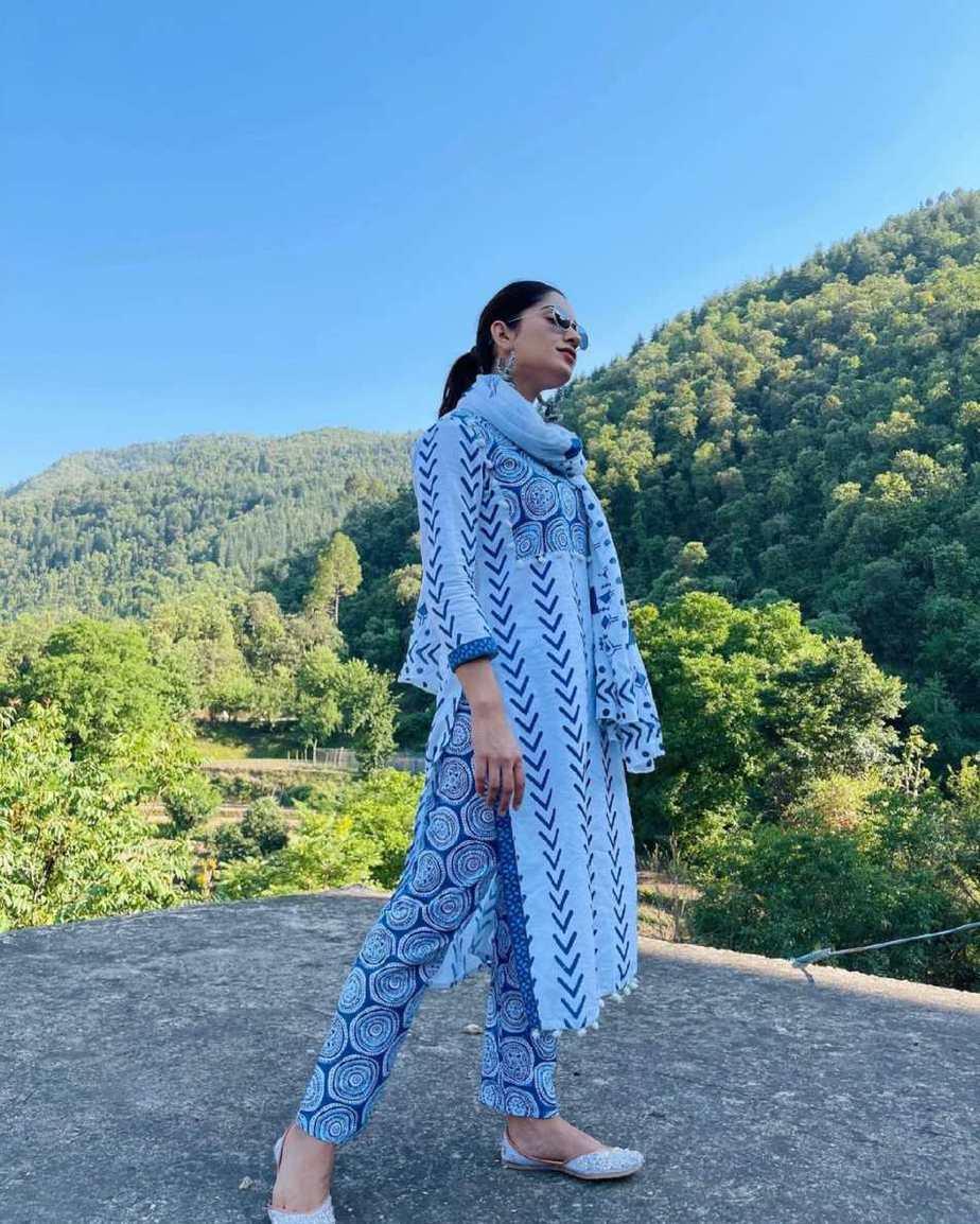 Ruhani Sharma in off white Kurta set by Mehi Jaipur-2