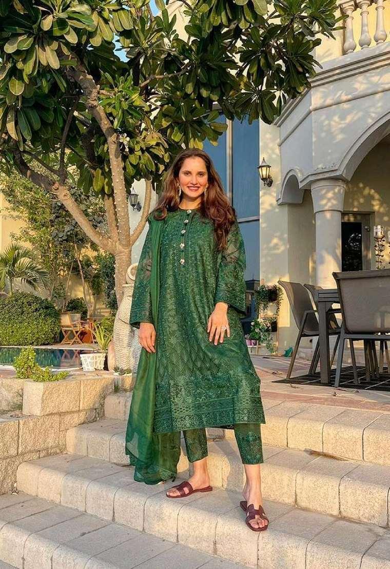 Sania Mirza in green kalidar by Nomi Ansari1.2