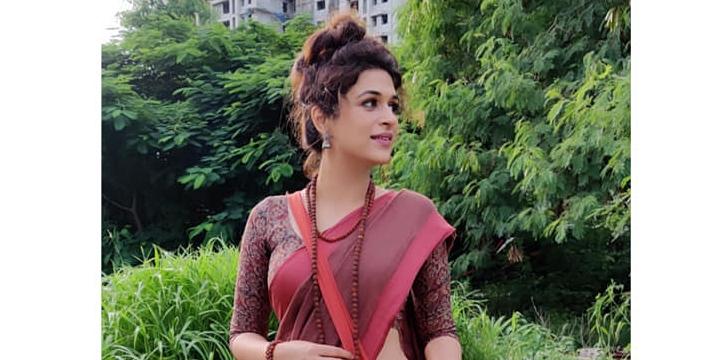 Shraddha Das in a brick red saree for Ek mini katha show-1